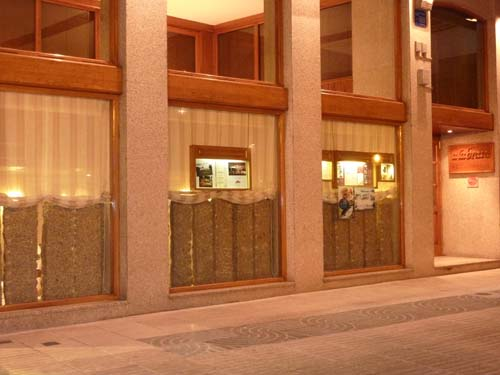 Restaurante A la Brasa en La Coruña . Fachada restaurante A la Brasa