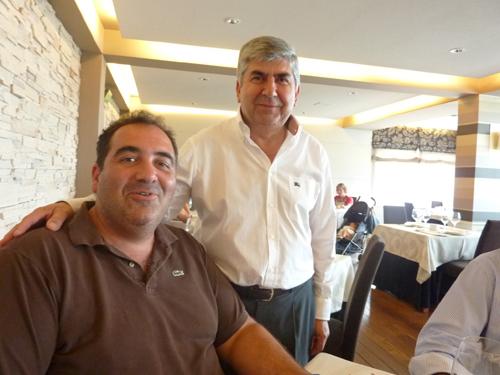 """Fede y Manuel Balseiro """"Nito""""que lleva 42 años al frente del restaurante en el comedor"""
