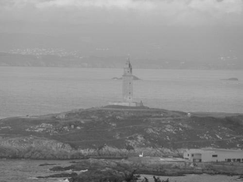 Vista de la Torre de Hércules desde el Monte de San Pedro en La Coruña Galicia España