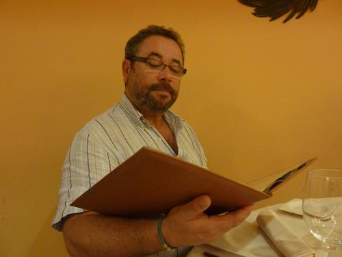 El coruñes Ángel Cobreiro colaborador de Fedegustando en el comedor del Asador Frontón