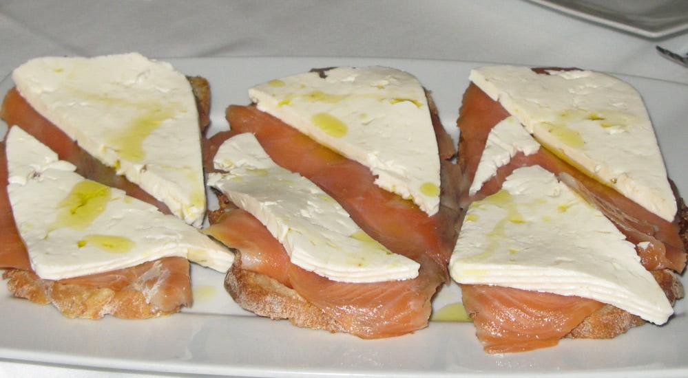 Tostas de salmón con queso
