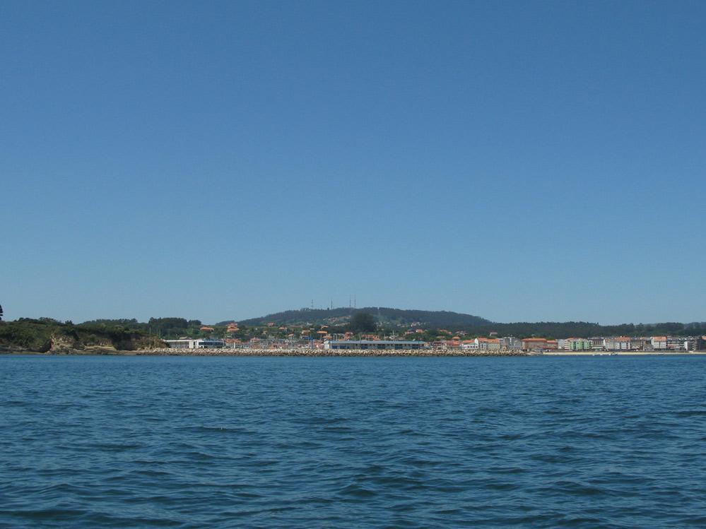 Vista de la Villa  de Ares desde el mar