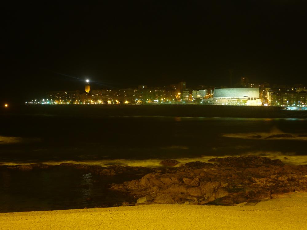 Vistas-de-la-Domus-Torre-de-Hercules-y-playas-de-Orzan-y-Riazor-desde-el-Playa-Club