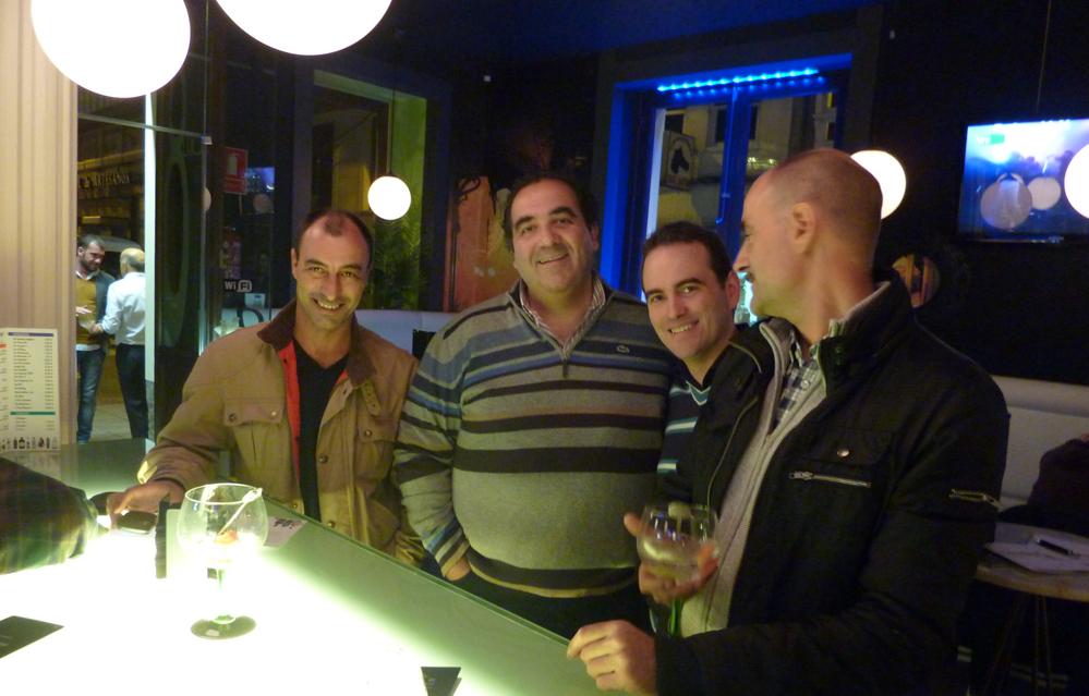 En el 8 Luces Café con Marce, Pablo-y-Antonio Grietax