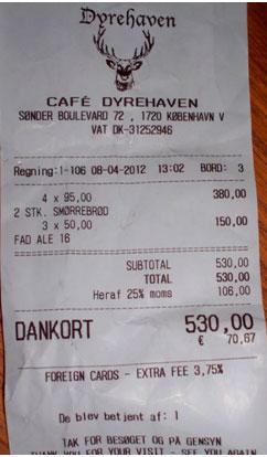 Factura de cuatro comensales en Café Dyrehaven en Copenhage