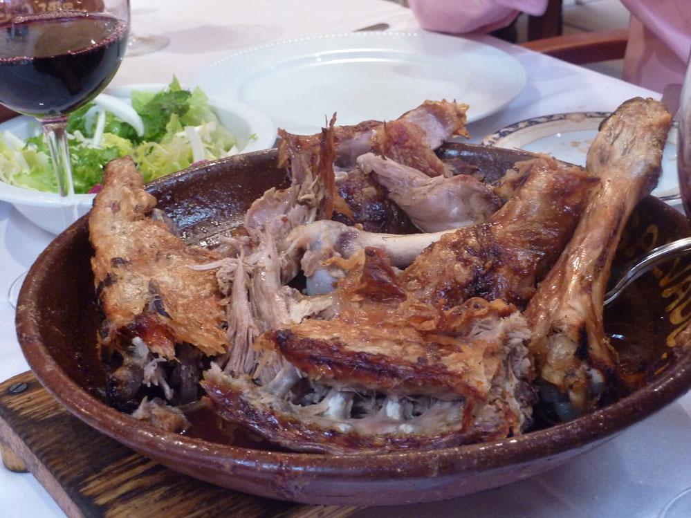 Gastronomía castellana en el Fogón del Salvador de Soria. Lechazo al horno