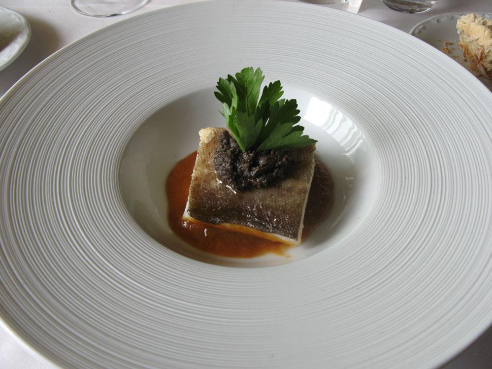 Un menú degustación en el Comei Bebei de Oleiros en A Coruña. bacalao a la vizcaína