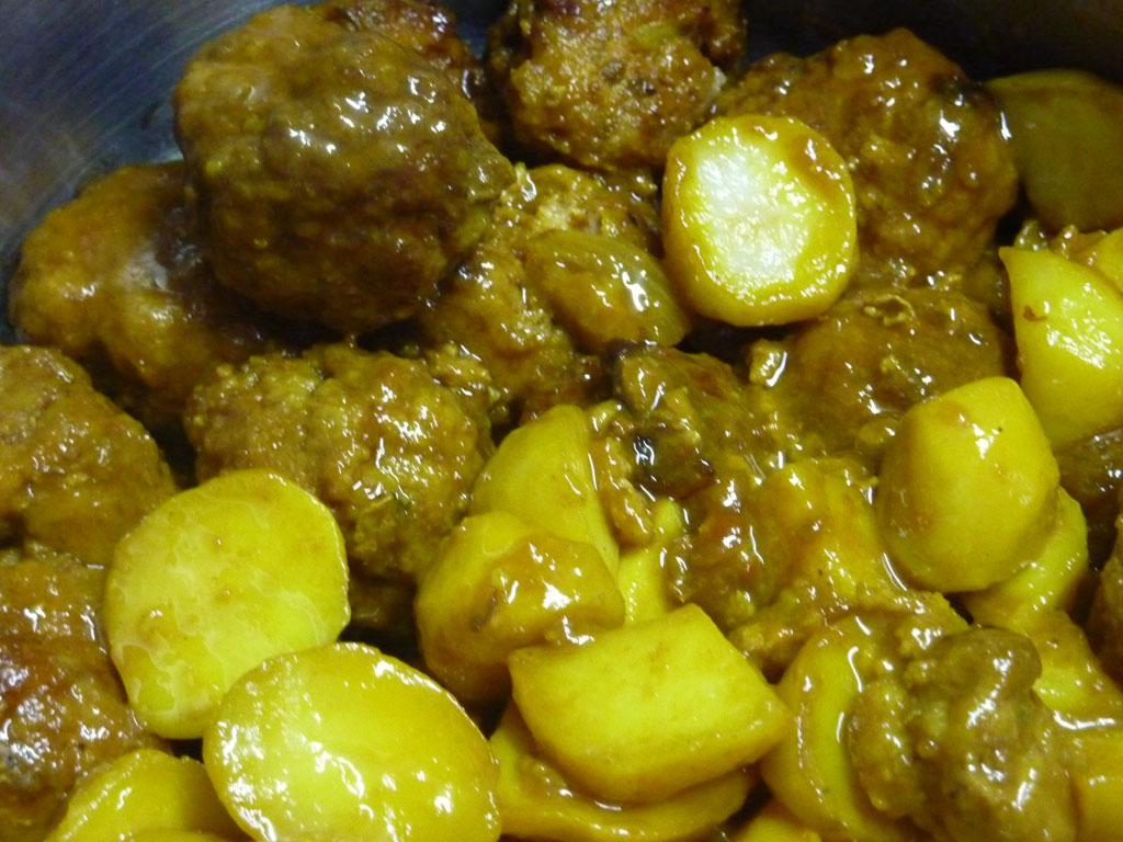 Amelyns cocina tradicional por encargo y para llevar en La Coruña. Albóndigas con patatas asadas