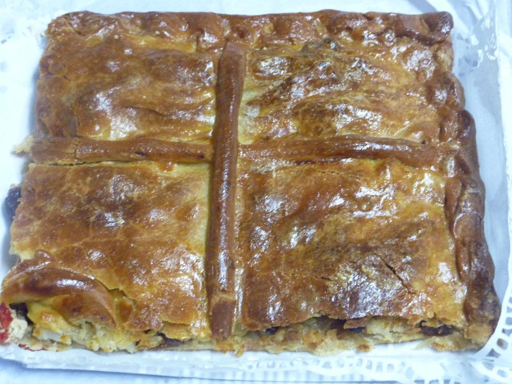 Amelyns cocina tradicional por encargo y para llevar en La Coruña. Empanada de bacalao con pasas