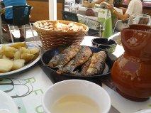 Zarra, sardinas en el puerto de Caión . Terraza. Menú