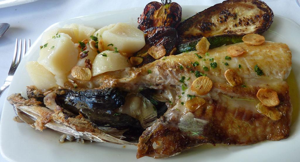 La generosidad del Refugio Gastronómico de San Miguel en Ribadeo, cogote de merluza