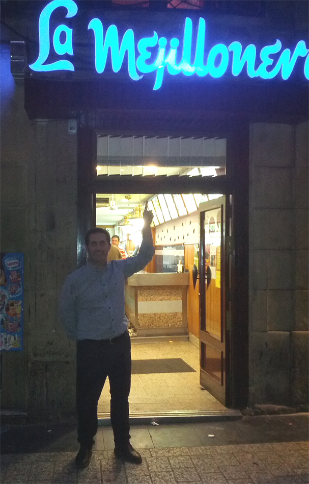 Juan en la entrada de la Mejillonera