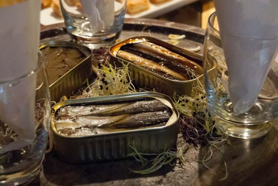 Exhibición de enlatado de Conservas La Pureza en La Gastroteca 1