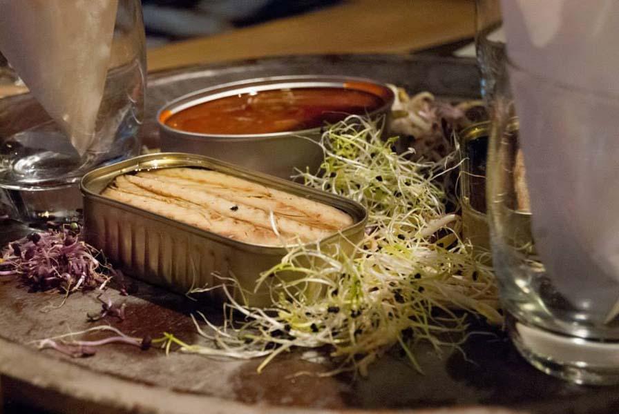 Exhibición de enlatado de Conservas La Pureza en La Gastroteca 5